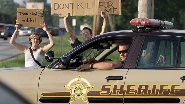 تصویری از اعتراض مخالفان اجرای حکم اعدام در ایالات متحده