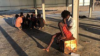 Überlebende des Bootsunglücks in einem Lager in der libyschen Haftenstadt Al-Chums