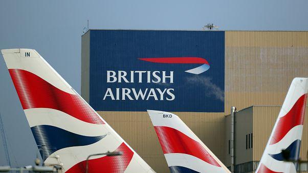 شعار الخطوط الجوية البريطانية على طائرات في مطار هيثرو. أرشيف رويترز