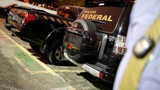 Ladrões disfarçados de polícias roubam 720 quilos de ouro
