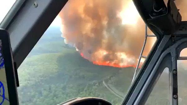 Tovább tartanak a tüzek a forróságban
