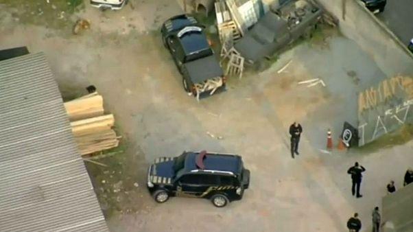 مردان مسلح با لباس پلیس ۷۵۰ کیلوگرم طلا از فرودگاه دزدیدند