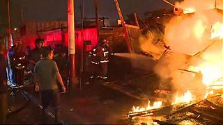 شاهد: الحرائق تدمر منازل مدينة كالاو البيروفية