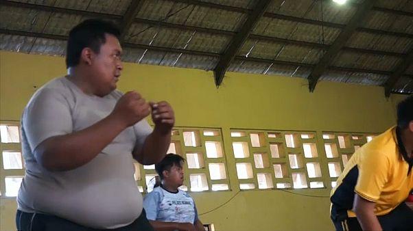 فيديو: إندونيسيا تحارب السمنة وتلزم شرطييها البدينين ببرنامج تنحيف قاس