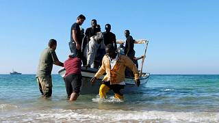 140 migrantes retidos em navio da Marinha italiana