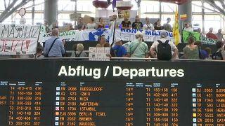 Протесты в аэропортах: природа и политика