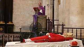 Arcebispo Juan de la Caridad Garcia Rodriguez celebra missa de corpo presente por Jaime Ortega de Havana