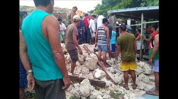 مقتل ثمانية وإصابة 60 في زلزال وهزات ارتدادية ضربت جزراً في الفلبين