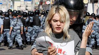 Moskova'da seçim protestosuna polis müdahalesi: En az bin kişi gözaltına alındı