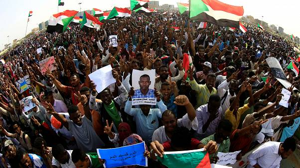 محتجون سودانيون في العاصمة الخرطوم