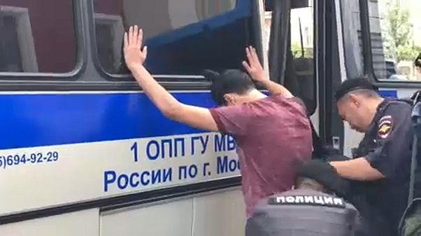 Több száz ellenzéki tüntető őrizetben Moszkvában