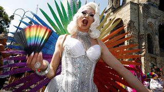 """شاهد: مسيرة للمثليين والمتحولين ومزدوجي الجنس في برلين احتفالا بذكرى """"فخر"""" مجتمع """"الميم"""""""