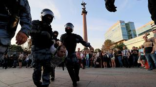 Mais de um milhar de pessoas detidas em protesto da oposição