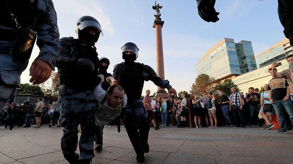 Mosca, oltre 1000 le persone arrestate durante una protesta pacifica