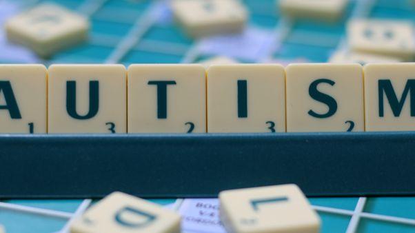 الاختلافات في احتمال الإصابة بالتوحد يمكن إرجاعها لأسباب جينية أكثر من العوامل البيئية