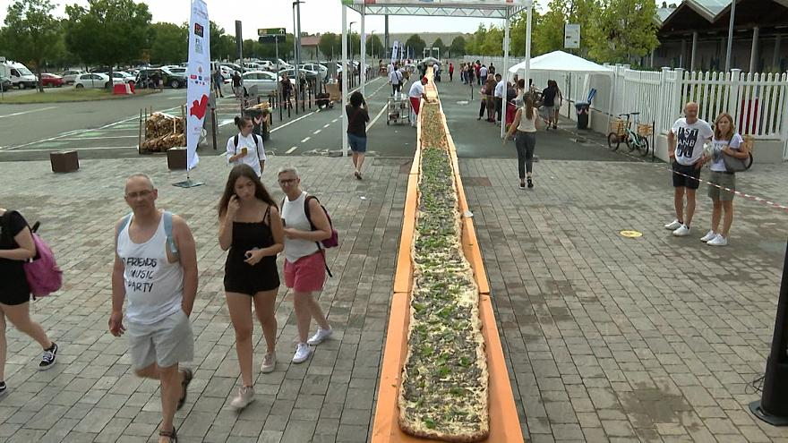 Enormous 500-metre pizza unites the ingredients of Italy