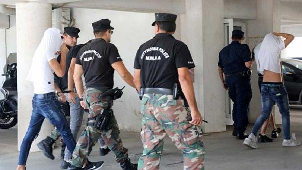 Ελεύθεροι και οι 12 κατηγορούμενοι για τον «ομαδικό βιασμό» 19χρονης
