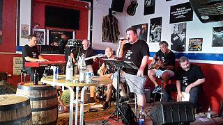 Augsburger Musiker brechen 35h-Weltrekord in Non-Stop-Livemusik