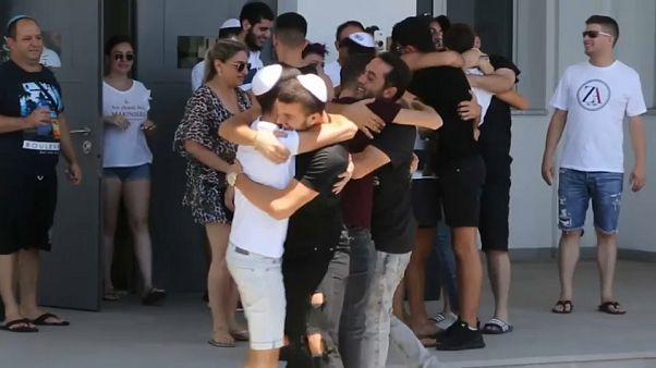 شاهد: قبرص تعتقل بريطانية وتفرج عن إسرائيليين على خلفية دعوى اغتصاب كاذبة