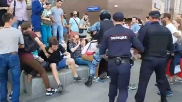 Rendőri erőszakba torkolló tüntetés Moszkvában