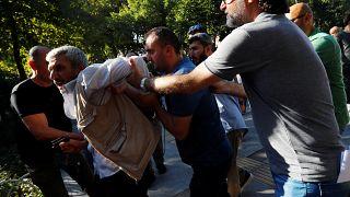 Unterstützer und Gegner von Flüchtlingen aus Syrien geraten aneinander