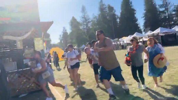 ركض الحاضرين خوفاً من إطلاق النار العشوائي في المعرض