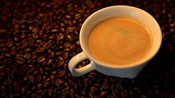 Olcsóbb lett az alapanyag, mégis drágább lett egy csésze kávé