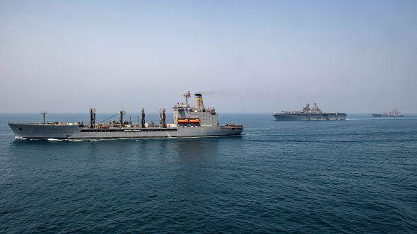 سفينة حربية أميركية في مضيق هرمز
