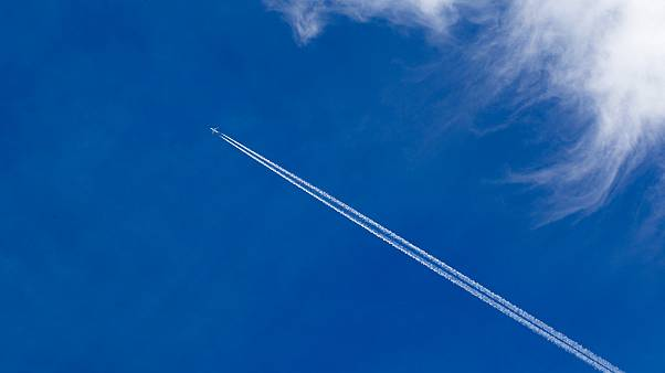 Araştırma: Uçakların havada bıraktığı beyaz çizgiler sanıldığından daha zararlı