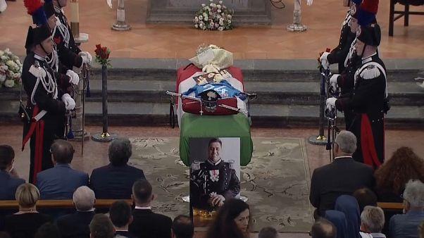 Olaszország: eltemették a megkéselt csendőrt