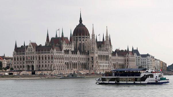 صورة لمقر البرلمان المجري بالعاصمة بودابست