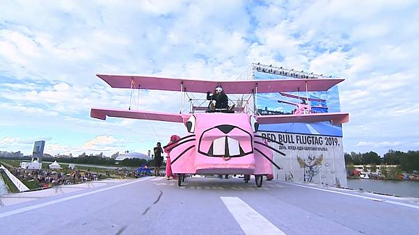 Best flights and fails of Russian Red Bull Flugtag