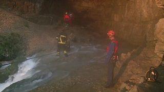 Két barlangban rekedt férfit mentettek Németországban