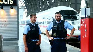 Un niño muere en Alemania tras ser empujado a las vías del tren junto a su madre