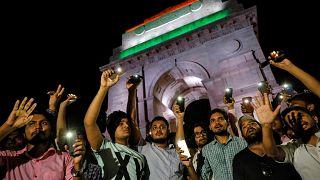Hindistan'da şüpheli kaza: Milletvekilini tecavüzle suçlayan kadın ve avukatı yaralandı