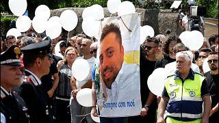 Italie : émotion lors des funérailles du carabinier tué à Rome