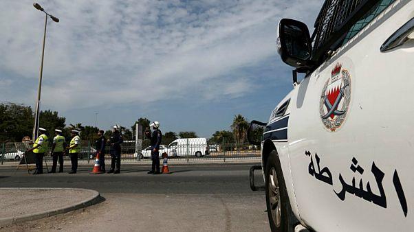 سيارة شرطة على طريق سريع بالبحرين