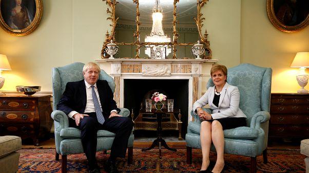 """Boris Johnson tenta seduzir apoios para a batalha do """"brexit"""""""