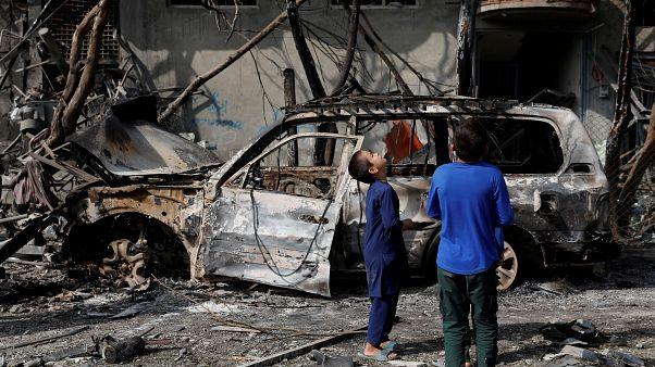 Afganistan'da patlama yerinde çocuklar