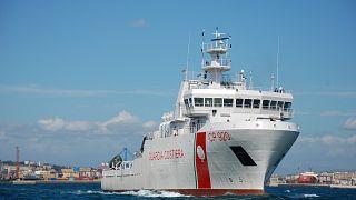 Nave Gregoretti bloccata ad Augusta con 116 migranti, aperto un fascicolo