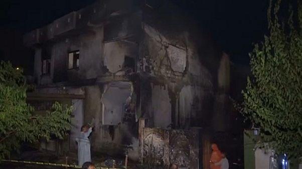 Lakóházakra zuhant egy repülő Pakisztánban