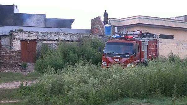 Самолет рухнул на жилые дома