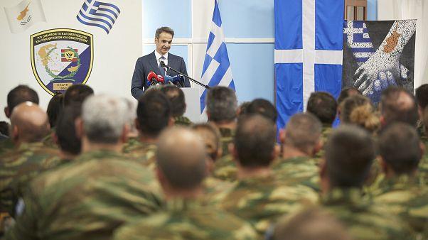 Ο πρωθυπουργός της Ελλάδας Κυριάκος Μητσοτάκης επισκέπτεται την Ελληνική Δύναμη Κύπρου