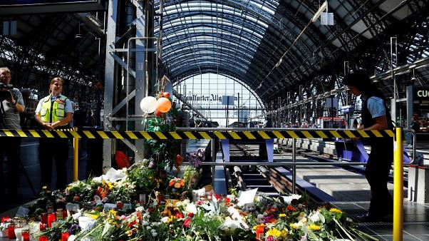 Германия: женщину с ребёнком толкнули под поезд