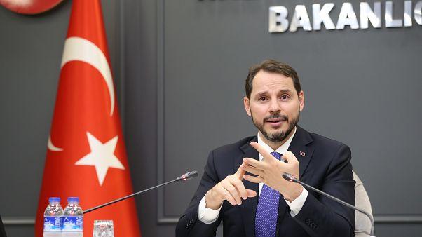Hazine ve Maliye Bakanı Berat Albayrak, haber ajansları, gazete ve televizyonların ekonomi haber müdürleriyle bir araya geldi. ( Hazine ve Maliye Bakanlığı - Anadolu Ajansı )