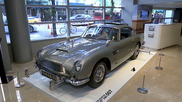 James Bond'un efsanevi Aston Martin marka aracı açık artırmaya gidiyor