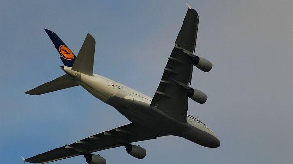 Billigflieger plagen Lufthansa: Gewinneinbruch und düsterer Ausblick