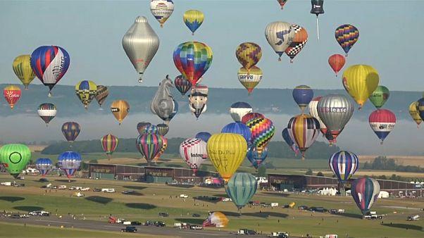 Fransa'nın doğusunda balon festivali: Bin sıcak hava balonu göğe yükseliyor