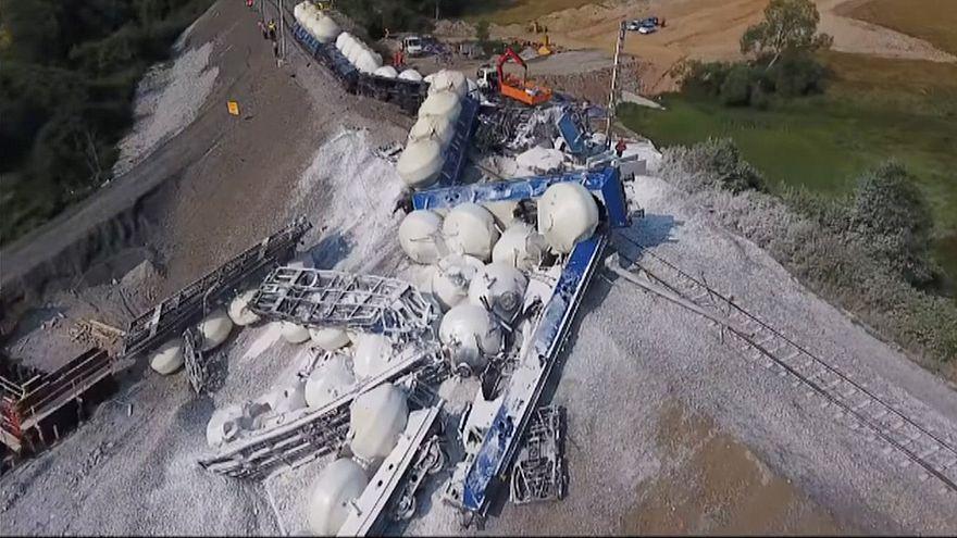ویدئو؛ خروج قطار حامل آهک فله از ریل در جمهوری چک
