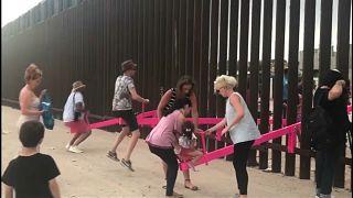 Розовые качели на границе Мексики и США